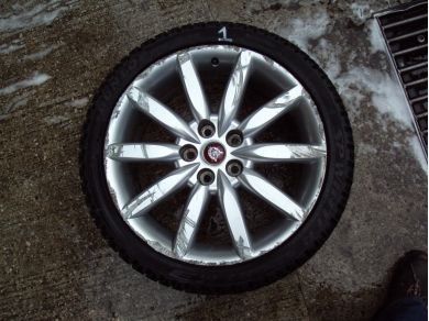 Jaguar XK8 19 Inch Alloy Wheel Damaged No1