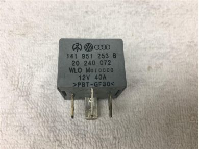 Audi 1 x GENUINE RELAY 53 AUDI VW VAG GROUP 141951253B