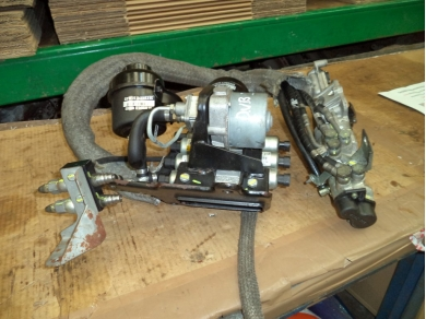 Ferrari FERRARI 430 F1 GEARBOX ACTUATOR PUMP & HYDRAULIC UNIT - - LOC F2 232406 THIS IS THE EARLY CAR SET UP
