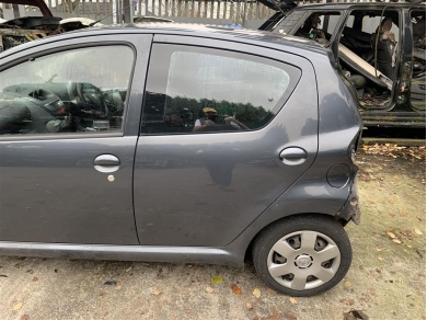 Toyota Aygo Rear Door Glass Window Left Side Rear Door Opening Glass 2006 Year