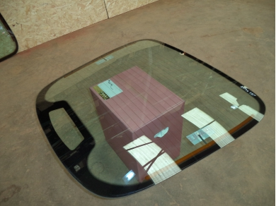 Aston Martin ASTON MARTIN DB7 REAR GLASS WINDSCREEN. DB7 REAR SCREEN . No2 Locsteveglass
