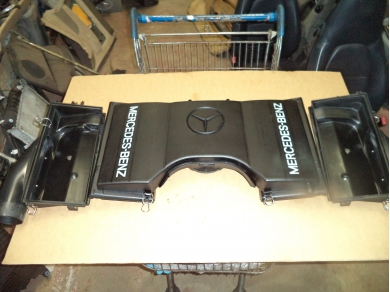 Mercedes-Benz MERCEDES BENZ SL500 R129 AIR FILTER BOX / SL500 AIR INTAKE 1190940002. SUB SHELF R