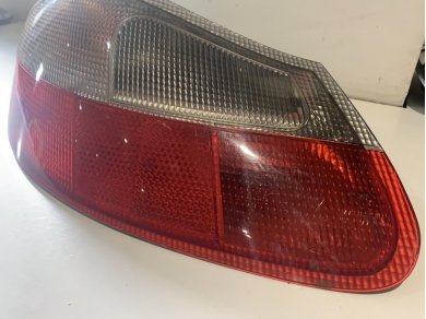 Porsche PORSCHE BOXSTER 986 REAR LIGHT PASSENGER SIDE KO03 98663142303 LIGHTS