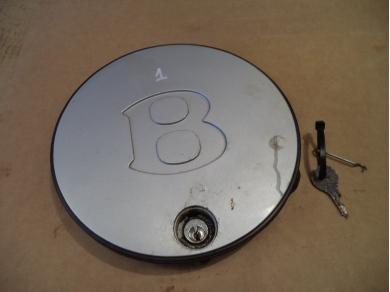Bentley BENTLEY TURBO R CENTER CAP . BENTLEY HUB CAP WITH KEY. No1 UNDERMISC