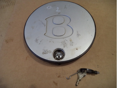 Bentley BENTLEY TURBO R CENTER CAP . BENTLEY HUB CAP WITH KEY. No2 UNDERMISC