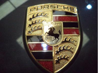 Porsche PORSCHE 911 996 - BOXSTER 986 BONNET BADGE S738 DGU MT (BEHIND AL)